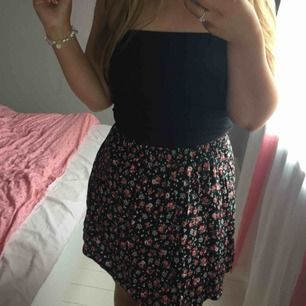 Söt kjol från Nelly/New look. Aldrig använd pga för liten för mig. Storlek 36
