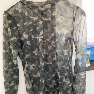 Mesh tröja i militärmönster från vero Moda. Aldrig använd💚