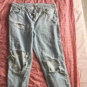 Jeans från River Island. Storlek 10. Aldrig använda pga alldeles för små på mig. Ev frakt står köparen för.
