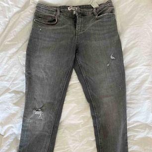 Gråa jeans från Zara. Använda 1 gång, mycket fint skick ❣️