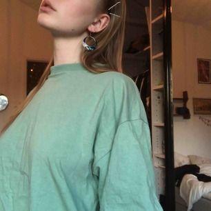 Jätte fin stor T-shirt i super fin färg å modell