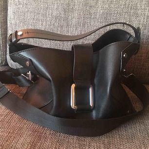 Superfin väska med drawstringpåse i botten Kan gå ner i pris vid snabb affär Frakt tillkommer💚