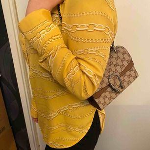 Säljer en oanvänd blus från Gina tricot. Storlek 36. Vid några frågor hör av er till mig☺️