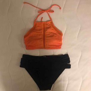 En jättefin bikini från Cubus👙. Jättefint skick och så klart rentvättad. Knappt använd. Tyvärr för liten för mig, därav säljer jag den. Frakt tillkommer🚚