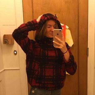 En hoodie från Victorias Secret, använd 1 gång. Superdupermysig och snygg! Nypris Ca 800kr