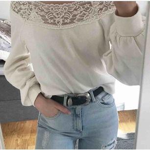 Fin tröja i sweatshirt material. Från h&m i storlek XS/S.