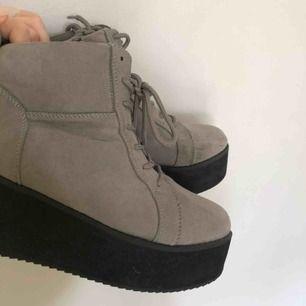 Platforms skor. Endast använda en gång! Frakt tillkommer:)