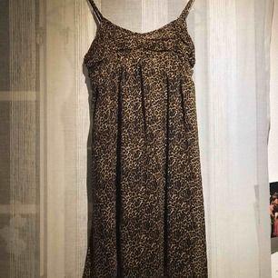 Gullig leopard klänning. 🧡🐆🧡