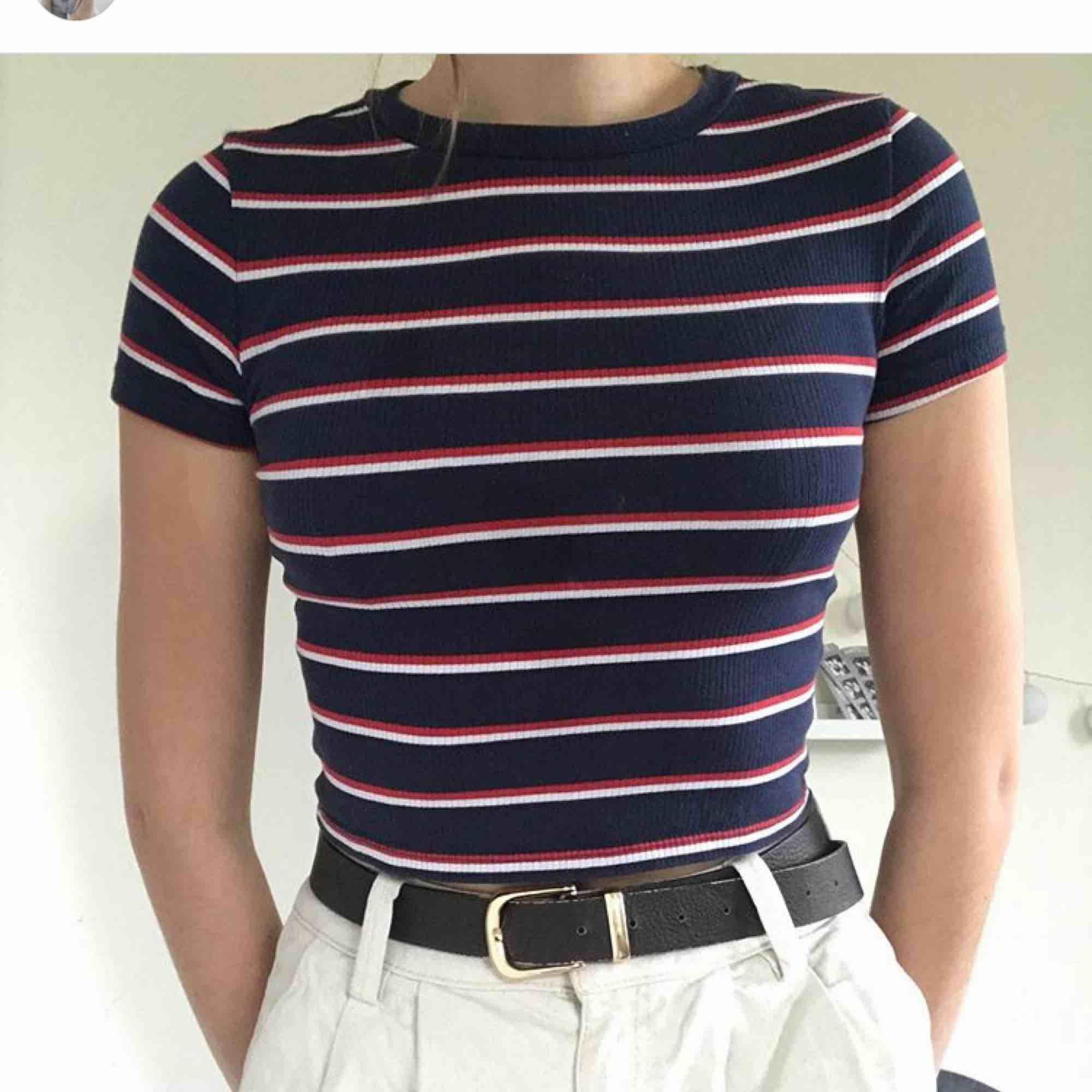 Asnice t-shirt från H&M! Storlek S, 25 kr!!. T-shirts.