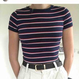 Asnice t-shirt från H&M! Storlek S, 25 kr!!