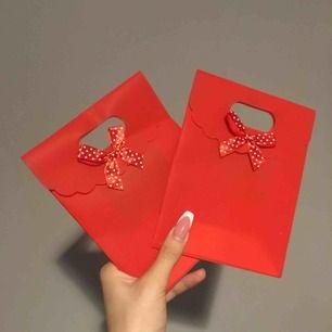 Presentpåsar 10 kr styck eller båda för 15