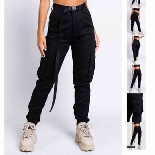 Säljer mina svarta cargo pants från Madlady. Helt oanvända, endast testade. Stolek M men passar även storlek S.  300kr + frakt (pris kan diskuteras)