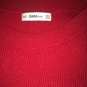 Jättefin stickad tröja från Zara. Knappt använd, säljes pga den är lite för stor för mig. Så mysig! Står ej för frakt