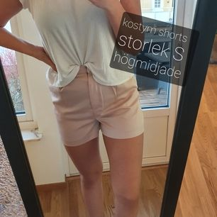 Rosa kostym shorts,  högre i midjan.  Sitter bäst på en xs/s