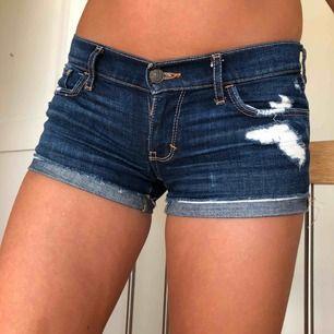 Lågmidjade shorts från Abercrombie & Fitch, knappt använda.