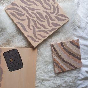 Säljer dessa som jag målat, köp en två eller alla tre och kom med pris förslag❤ köparen står för frakt