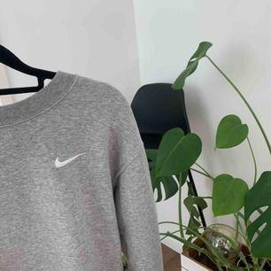 Snygg skön tröja, köpt för ca 500kr och kunden står för frakten🤩