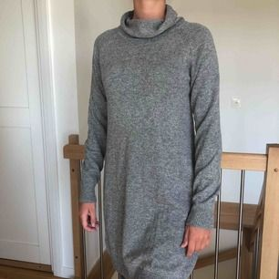 Stickad mysig klänning från Lindex. Nyskick.