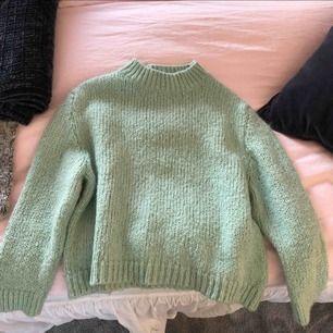 Jättefin stickad tröja från Zara som är slutsåld. Nypris 400kr. Nyskick! 😊