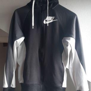 Köpt från Nike, bra skick.