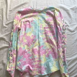 En fin färgglad tröja