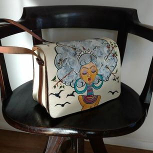 Handpainted thrifted leather handbag. Painted with leather/shoepaint (Angelus) and coated with matte finish. Strap 95-120 cm. Lenght 28 cm, hight 20 cm and 9-11 cm wide. The bag is in thick leather and have some charming flaws. This is a beauty! F.S.Swe
