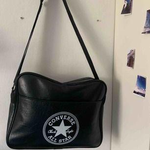 Fin oanvänd väska från converse. Köparen står för frakten❤️