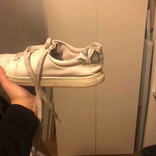 sköna skor med ormskinnsdetaljer👨🏽🎤😍