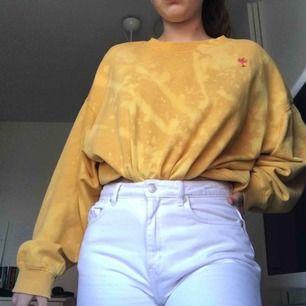 DIY blekt tröja från weekday. Köparen står för frakten (63kr)