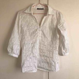 En superfin skjorta i storlek M från Vero moda! Trekvartslång ärm!! 100kr inklusive frakt som köparen står för📦