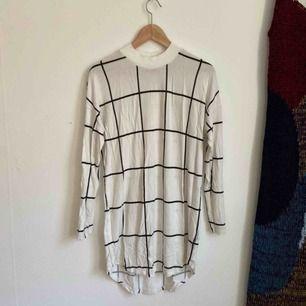 Oversize/löstsittande klänning från Gina som knappt blivit använd! Frakt: 63