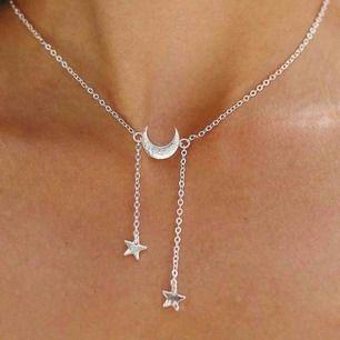 Jättefint silvrigt halsband med stjärnor! ⭐️💛
