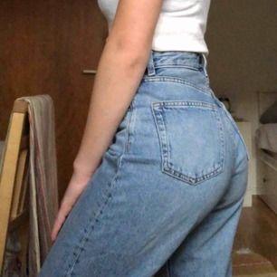 Monki Taiki jeans, ljusblå mom jeans. I bra skick