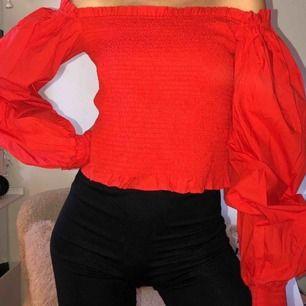 Supersnygg omfg shoulder tröja från Gina! Aldrig använd