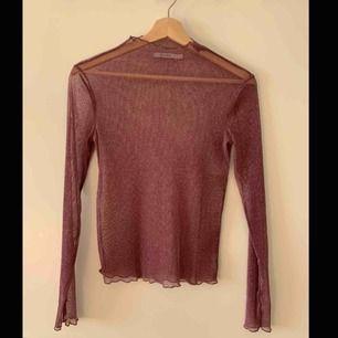 Tröja från NAKD, använd fåtal gånger. Genomskinlig och glittrig tröja i storlek S. Färgen är lila/grå, gör sig inte riktigt rätta på bild. Köpare står för frakt.