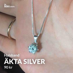 Så fint halsband i äkta silver, sparsamt använd. Säljer den då den inte längre kommer till användning 🥺❤️ hoppas den kan hitta ett finare hem där den uppskattas mer. Originalpris låg på 350kr så det är fina grejer till mycket fint pris!🦋🥰