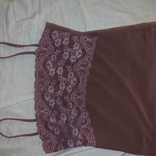 As fint lila linne från nåt märke jag inte vet riktigt vad det är för märke. Passat mig med strlk S!