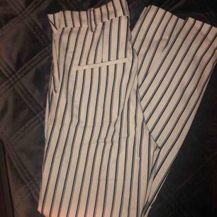 """""""Raka"""" kostymbyxor från HM, super söta, säljer pga för små:( Aldrig använda, nypris 199"""