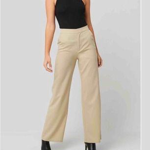 SÖKER! söker denna typer av byxor! Hör av dig om du säljer liknande🤤🤤😍🤤🥰