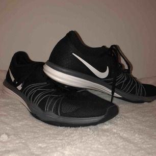 Träningsskor från Nike för inomhusbruk!  Använda ungefär 2-3 gånger