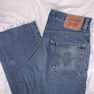 levis jeans 550! avklippta går ner till fötterna på mig som är 165 💖