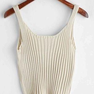 Super snyggt beige linne, aldrig använt så den är precis som ny! Frakt tillkommer