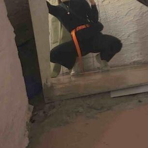 ASBALLT Neonoranget skärp från monki!!!!