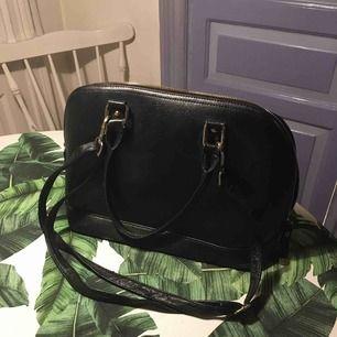 svart väska köpt i Spanien