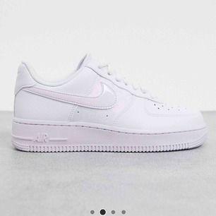 Söker någon av dessa Nike skor, helst i storlek 38-38,5! Kontakta jättegärna ifall du säljer💕