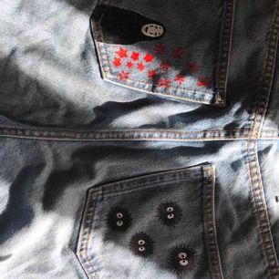 monki jeans i modellen taiki som jag målat själv! soot sprites från spirited away!