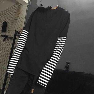 Långärmad tröja med randiga ärmar, något liten till storleken, bilder direkt från hemsidan (tillsvidare)