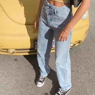 Säljer riktigt snygga liknade jeans som är ifrån urbanoutfitters men som inte säljs längre, frakten är inräknad ( skriv för fler bilder )