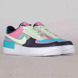 INTRESSEKOLL! Har köpt dessa skorna, och har nyss lagt en beställning på ett par liknande i en annan modell. De är aldrig använda och undrar därför om någon är intresserad av att köpa dem.