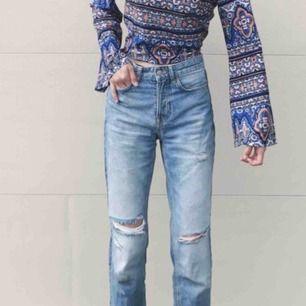 Slitna jeans från H&M i fint skick! Frakt 65kr❤️ _____________________________________________________________ Många annonser ute, ta en titt!